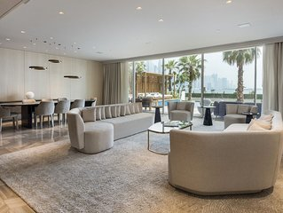 Luxury Beach Front villa,  Five Hotel, w/ rooftop Jacuzzi and bar, Palm Jumeirah