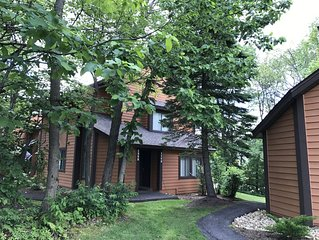 Short walk to slopes! Minutes to pool & tennis courts. Has Wifi!
