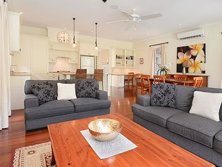 Three Bedroom Home with Parking and Free Wifi & Essentials Foxtel Package