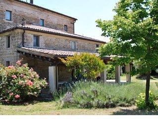 A Stone Farmhouse to discover the Marche region