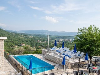 Magnificent Views, Large private terrace overlooking mountains, pool, sea 2km