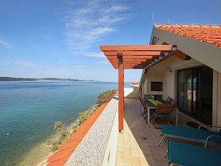 Waterfront top floor apartment overlooking the sea & islands