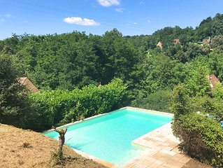BEAUTIFULLY RESTORED 8 BEDROOM PROPERTY SET IN THE HEART OF THE PERIGORD NOIR