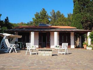 Villa with stunning views and coastal location!