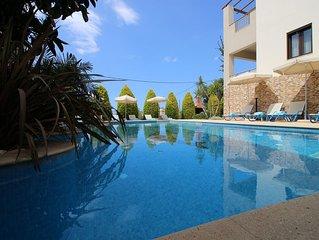 Luxurious Villa IV,sea view,heated pool,Sauna,Bikes,gym 2 Minutes to Sandy Beach
