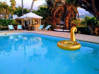 Apartamento con jardines piscina y vistas espectaculares al mar y el teide