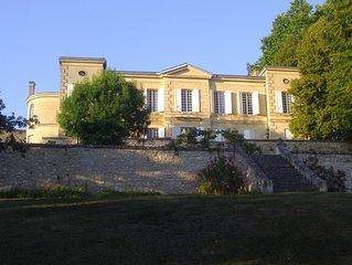 Joli château du XVIIIème au sein du vignoble Bordelais.