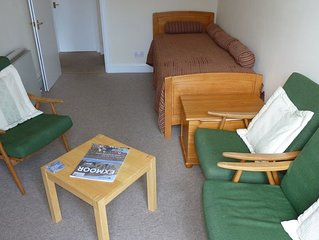 Welcoming First-floor Flat nr sea with Balcony overlooking leafy park and garden
