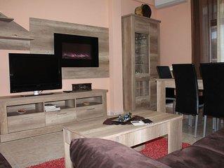 TURISToledo:  ZAFIRO. Amplio, coqueto y cómodo. Máximo 8 personas. Wifi gratis