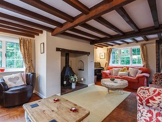 Rose Cottage, Burley. Beautiful location in New Forest. Dog and child friendly.