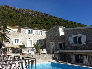 Perfect for12 people, 2 km to sea, Sun Terraces, Sea View,Pool, 3 separate units