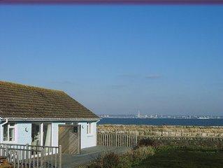 SEAVIEW Isle of Wight sea/beach steps away.