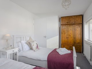 Two bedroom house with parking, sleeps 6, free wifi, newly refurbished