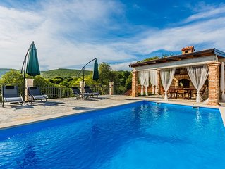 Villa Laurosa provide to you  traditional Dalmatian style in the peaceful nature