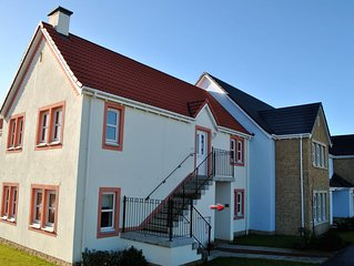 Modern 2 bedroom ground floor apartment, dog and family friendly apartment