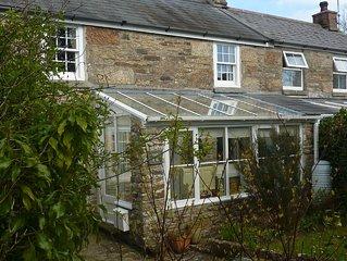 Pretty Cornish Cottage near Porthleven, private garden & pet friendly