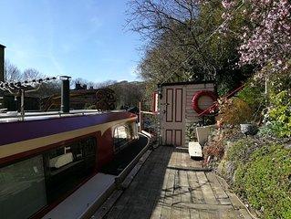 Charming houseboat in picturesque Hebden Bridge