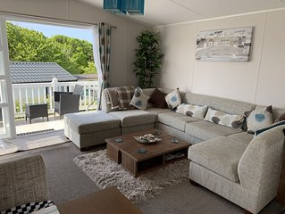 Modern 2 bedroom Caravan on the stunning 5* Shorefield Country Park, Hampshire