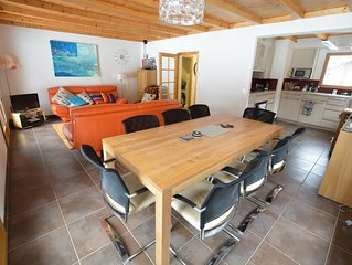 Chalet w/modern furnishings - great place to spend time with friends