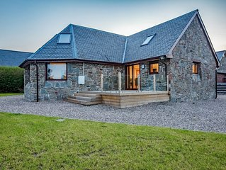 Beautiful relaxing house in fantastic peaceful location near Dundee with hot tub