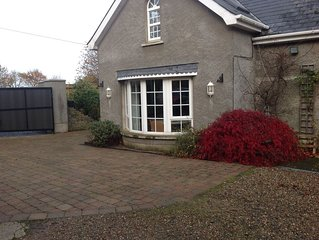 ROBIN COTTAGE IN THE HEART OF COUNTY ANTRIM . LUXURY ACCOMMODATION