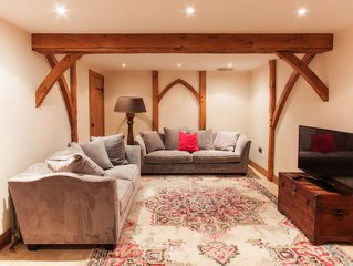 Beautifully restored cosy barn in welsh coastal town, Porthcawl. Sleeps 10.