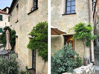 Historische Villa mit Garten in mittelalterlichem Dorf