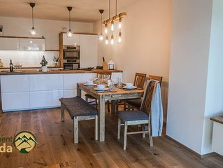 New, luxury Apartment with Montainview
