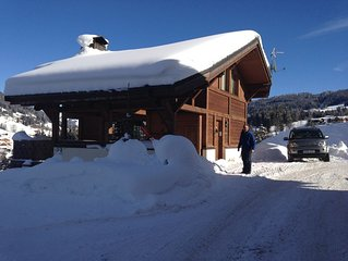 Luxury family ski chalet, wonderful mountain views, in the resort of Les Gets.