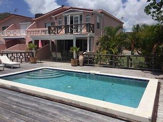 Großartige 2018 renovierte 3 Schlafzimmer 3 Bäder Villa mit Pool und Bootsanlege