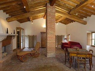 Historisches, restauriertes Borgo mit Kirchlein, weiter Natur + priv. Badesee