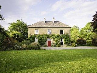 Irisches Herrenhaus und Cottage in einem