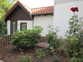 Moderne helle Ferienwohnung mit Innenhof  nahe zum Strand und  zum Ortskern