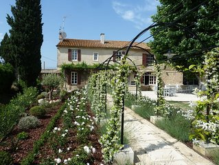 Charming renovated farmhouse in the heart of the Alpilles.