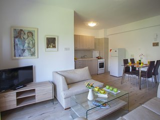 CLASSIC ONE BEDROOM APARTMENT A203-CASTLE HOLIDAY APARTMENTS