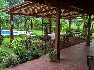 Een ruime landelijke villa met privé zwembad voor families, vrienden en stellen.