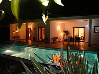 Modern Detached Villa, Private Pool, Tropical Garden, Great Location.