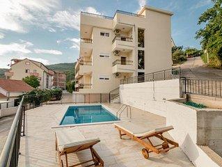 NEU Luxus-Wohnung mit Swimming-Pool, Meerblick, Dachterrasse,Balkone und Komfort