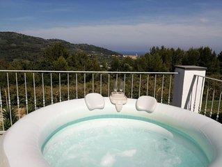 Villa immersa nel verde con vista mare e piscina idromassaggio