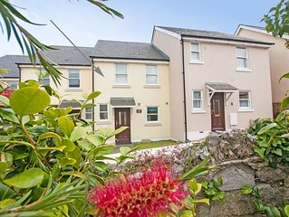Pretty seaside cottage, only several minutes walk to the beach and Esplanade.