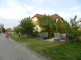 Dit vakantiehuis met grote tuin staat voor goedkoop genieten in/van uw vakantie.