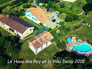 Villa Daisy large house with private garden and access to large garden with pool