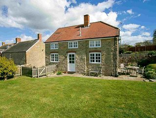 The Swallows, 2 bedroom Dorset Cottage set on working farm near the Dorset Coast