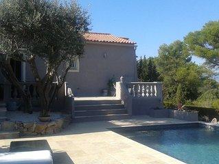 Villa Moderne au calme avec vue , oliviers,  piscine