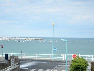 Appartement 50 m2  duplex avec  belle vue mer à 50 m de la grande plage.