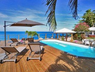 Villa VAIANA Saint Pierre Martinique les pieds dans l'eau piscine vue mer