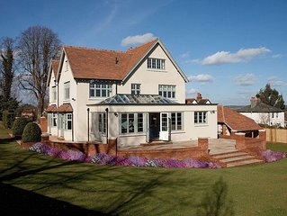 Luxurious & Sophisticated Edwardian House For Rent In Berkshire