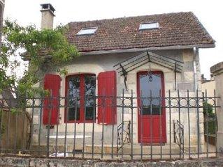 Maison sur un quai piétonnier au bord de la Dordogne