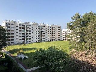 Appartement 2 chs, rénové. Calme, 900m de la plage, centre ville.
