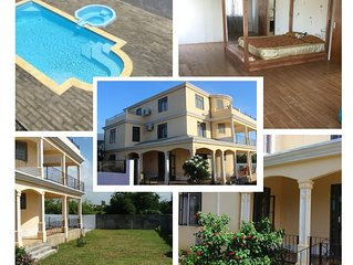 Villa Angellay - 200 m2, piscine , 6 chambres, grand jardin, 10 mn a pied plage